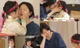 Nuôi con mát tay như Lee Young Ae: 2 con lớn phổng còn biết đánh son, sơn móng tay cho mẹ