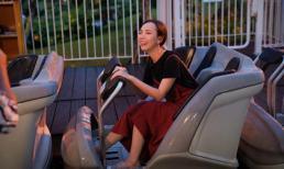 Thu Trang khóc thét khi bị ông xã Tiến Luật lừa chơi tàu lượn siêu tốc một mình