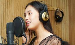 Vừa tiết lộ là fan cuồng Sơn Tùng M-TP, Hoa hậu Tiểu Vy đã khoe giọng với hit 'Lạc trôi' của thần tượng