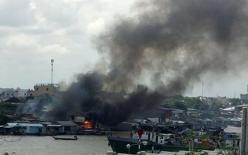 NÓNG: Cháy lớn ở chợ nổi Cái Răng, cột khói cao hàng chục mét