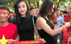 Dân mạng săn lùng nữ CĐV xinh như hot girl đến cổ vũ ĐT Việt Nam trong trận gặp Lào