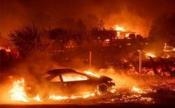 Cô gái Mỹ cố lái xe thoát khỏi biển lửa ở California đầy thương xót