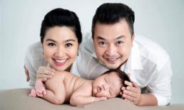 Con trai Lê Khánh đáng yêu khi chụp ảnh cùng bố mẹ