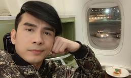 Ca sĩ Đan Trường lo lắng vì máy bay gặp sự cố khi đang di chuyển trên bầu trời