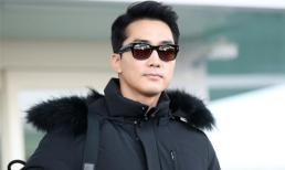Nam thần 'Trái tim mùa thu' Song Seung Hun xuất hiện điển trai tại sân bay lên đường tới Việt Nam