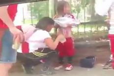 Bắt giữ fan nữ biến con mình thành 'bom sống' cổ vũ bóng đá
