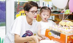 Con gái Trang Trần khoe vẻ xinh xắn, đáng yêu bên mẹ trong ngày mừng tuổi mới