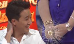 Nữ thí sinh đeo vàng khắp người liên tục 'thả thính' khiến Trấn Thành ngượng ngùng