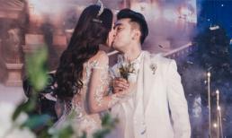Đám cưới Ưng Hoàng Phúc: Chú rể khoá môi cô dâu vô cùng ngọt ngào trong hôn lễ chờ đợi 6 năm