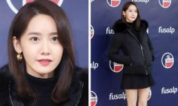 Chẳng cần màu mè, Yoona vẫn xinh hết phần thiên hạ với set đồ đen khoe chân thon