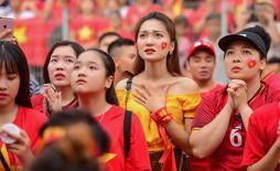 Hot girl Ngọc Nữ hào hứng chúc mừng song tấu Anh Đức - Văn Đức