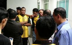 Vừa tới Malaysia, CĐV Việt Nam đã bị hành hung