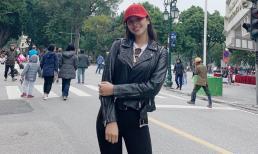 Than lạnh nhưng Hoa hậu Tiểu Vy lại ăn mặc bất chấp thời tiết giữa cái rét Hà Nội