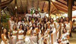 Neymar chào năm mới bên cạnh 26 người đẹp