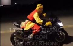 'Bắt gặp' Tôn Ngộ Không đi xe phân khối lớn náo loạn đường phố Sài Gòn