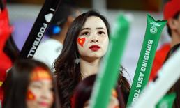 Dàn hot girl luôn bên cạnh tiếp lửa cho thầy trò HLV Park Hang Seo