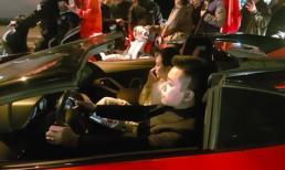 Tuấn Hưng lái siêu xe 25 tỷ chở vợ 'đi bão' sau chiến thắng của tuyển Việt Nam