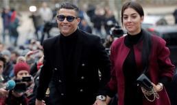 Chẳng ai như Cristiano Ronaldo, hầu tòa nhận án treo, nộp phạt 496 tỷ mà vẫn ăn mặc sang chảnh, tươi vui như trẩy hội