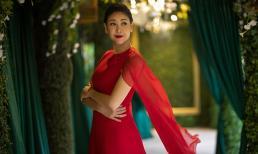 Hà Kiều Anh khoe vẻ đẹp không tuổi giữa khu vườn xanh mát