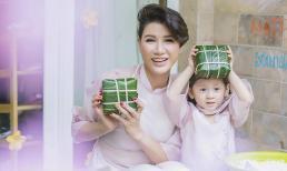 Trang Trần diện áo dài dịu dàng, dạy con gái 3 tuổi gói bánh chưng ngày Tết