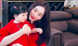 Hoa hậu Đặng Thu Thảo diện áo dài đôi cùng con gái nhưng bất ngờ vì chi tiết này