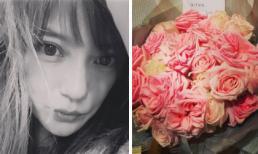 Giữa tin đồn ly thân với chồng tỷ phú, Triệu Vy 'thả nhẹ' hình ảnh bó hoa hồng ngọt ngào được tặng dịp Valentine