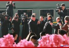 Thượng đỉnh Mỹ-Triều: Bình Nhưỡng ngợp trời người và hoa tiễn ông Kim Jong-un lên đường sang Việt Nam
