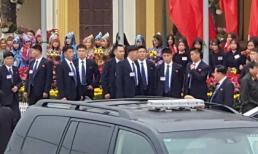 Dàn vệ sĩ áo đen của ông Kim Jong-un tại ga Đồng Đăng