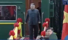 Clip Chủ tịch Kim Jong Un xuống tàu ở ga Đồng Đăng - Lạng Sơn