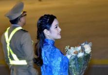 Tiết lộ danh tính 9X tặng hoa Tổng thống Trump tại sân bay Nội Bài
