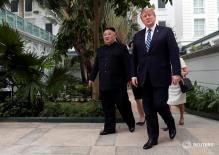Tổng thống Donald Trump thư thái dạo bộ cùng nhà lãnh đạo Kim Jong-un ở khách sạn Metropole