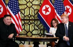 Chủ tịch Kim Jong-un lần đầu phá lệ trả lời câu hỏi của phóng viên báo phương Tây