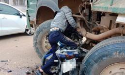 Điều khiển xe Exciter tốc độ cao, thanh niên tử vong trên bánh xe tải