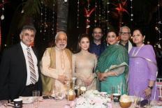 Lý Nhã Kỳ là ngôi sao duy nhất được mời đến lễ cưới ngàn tỉ của tỉ phú Ấn Độ