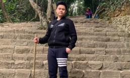Sau ồn ào tình cảm, thiếu gia Phan Thành chống gậy lên chùa tìm sự yên bình