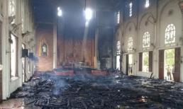 Cháy lớn nhà thờ ở Hà Tĩnh, thiêu rụi nhiều tài sản bên trong