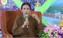 Bà Phạm Thị Yến chùa Ba Vàng xuất thân là thợ sửa quần áo, đã ly hôn