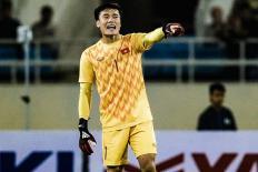 Pha xử lý bất cẩn của thủ môn Bùi Tiến Dũng trước U23 Indonesia
