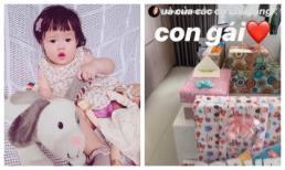 Sinh nhật tròn 1 tuổi, con gái Hoa hậu Đặng Thu Thảo nhận vô số quà