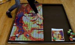 Chàng trai trẻ kiếm hàng ngàn USD nhờ bán tranh được ghép từ những khối Rubik
