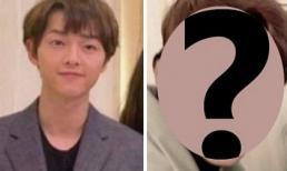 Quyết không đeo nhẫn cưới cũng không đưa Song Hye Kyo đi cùng, Song Joong Ki ngang nhiên xuất hiện với người này tại đám cưới quản lý