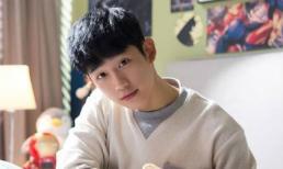 """Mỹ nam """"Chị đẹp mua cơm ngon cho tôi"""" Jung Hae In phải nhập viện cấp cứu"""