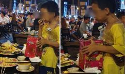 Cảnh cậu bé nhặt nhạnh đồ thừa ăn ngấu nghiến giữa phố Sài Gòn khiến nhiều người xót xa