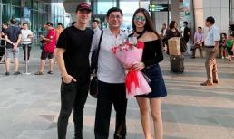 Về thăm quê ngoại, Đăng Khôi được bố vợ ra tận sân bay đón như Việt kiều về nước