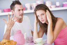 Chỉ đàn ông hèn mọn mới có biểu hiện này khi cãi nhau với vợ