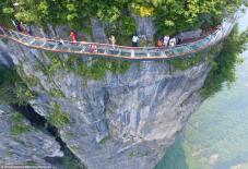 """HOT: Việt Nam sẽ có cây cầu kính """"ôm vách núi"""" dài và cao nhất Đông Nam Á"""