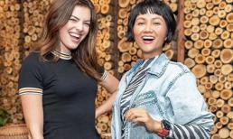 Hoa hậu H'Hen Niê lại 'gây bão' khi đọ dáng cùng thiên thần Victoria's Secret - Sofie Rovenstine