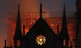 Tiên tri đáng sợ của Nostradamus về Nhà thờ Đức Bà bị cháy
