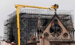 Khung cảnh tan hoang sau vụ cháy Nhà thờ Đức Bà Paris nhìn từ trên cao