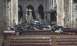 Bên trong nhà thờ Đức Bà Paris bị phá hủy như thế nào sau vụ hỏa hoạn?